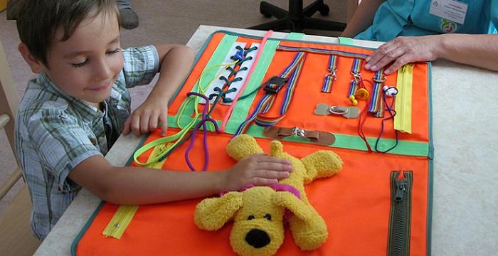Специальные игрушки для детей с РАС игра