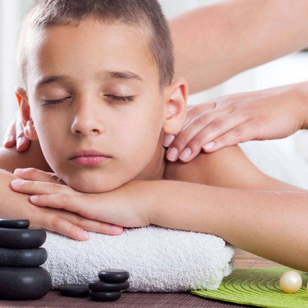 Специалисты делающие массаж фото