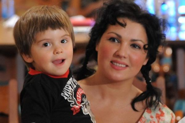 сын Анны Нетребко фото