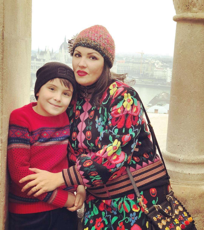 Фото сына и мама Нетребки