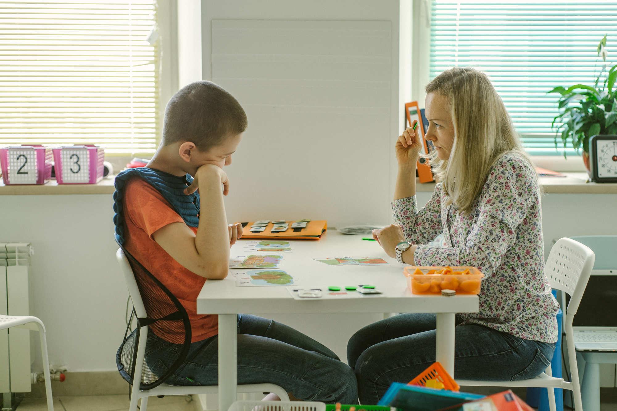 Няни для деток аутистов