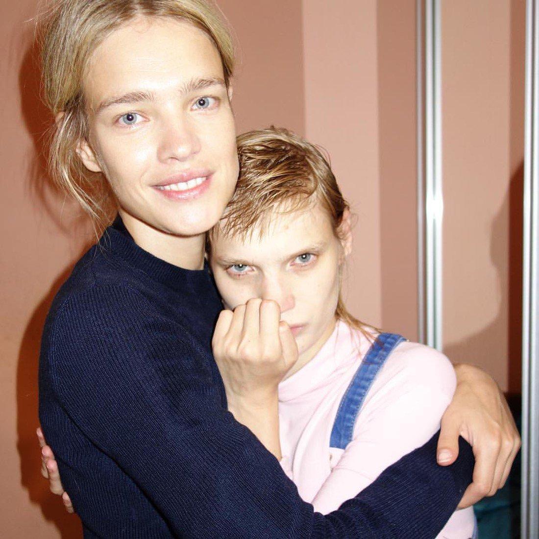 Фото Вадяновой с сестрой