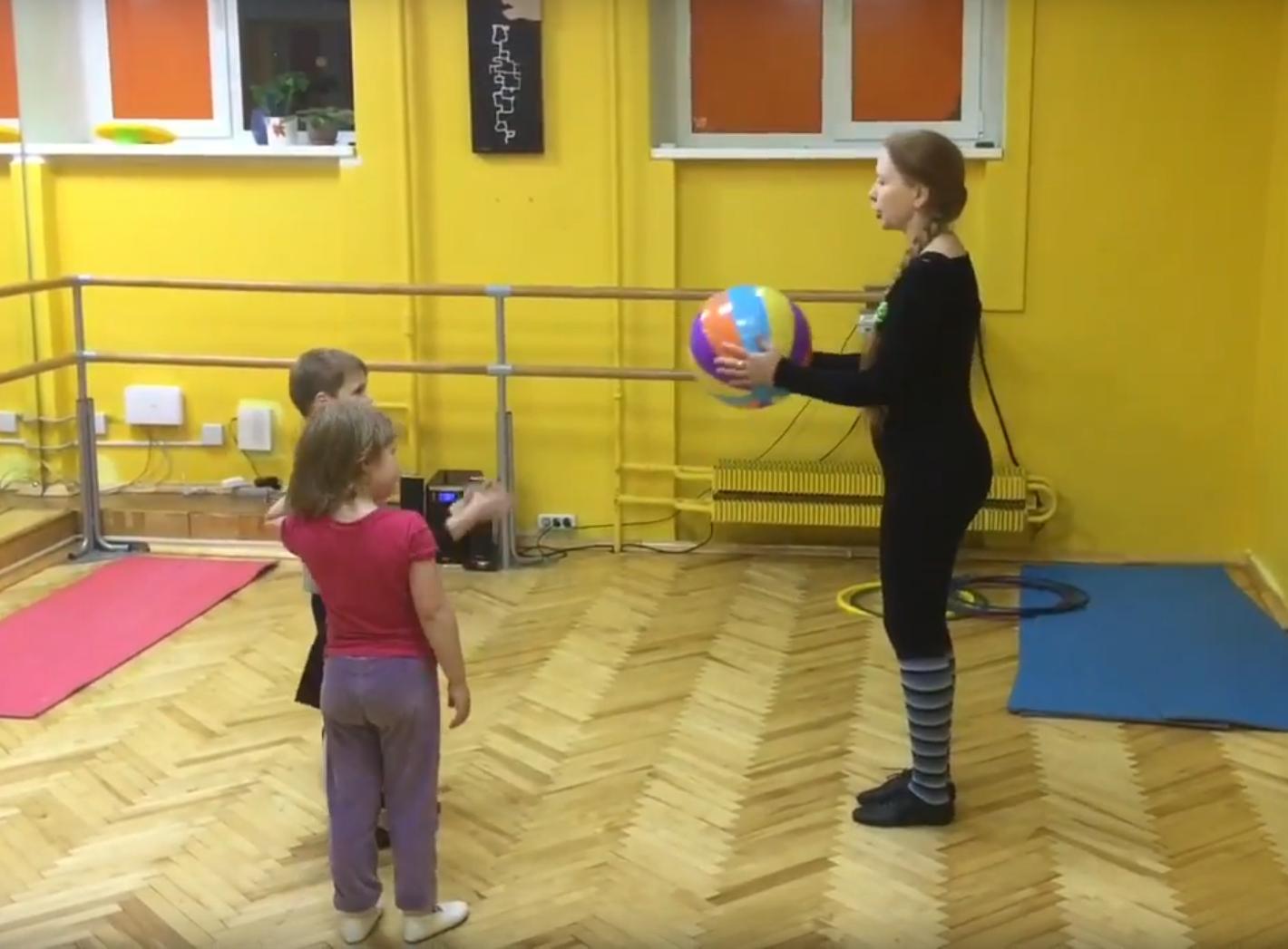 Работа с мячом фото Коррекционная ритмика для детей с ЗПР