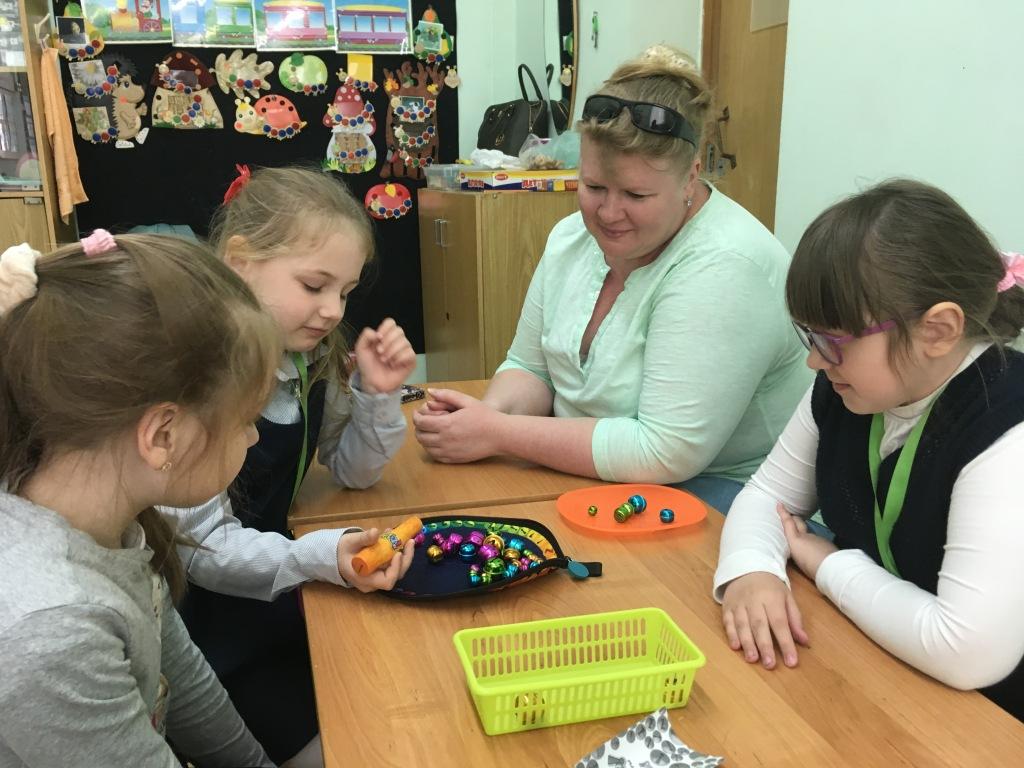 Групповое занятие с 3 девочками первого класса - план работ дефектолога